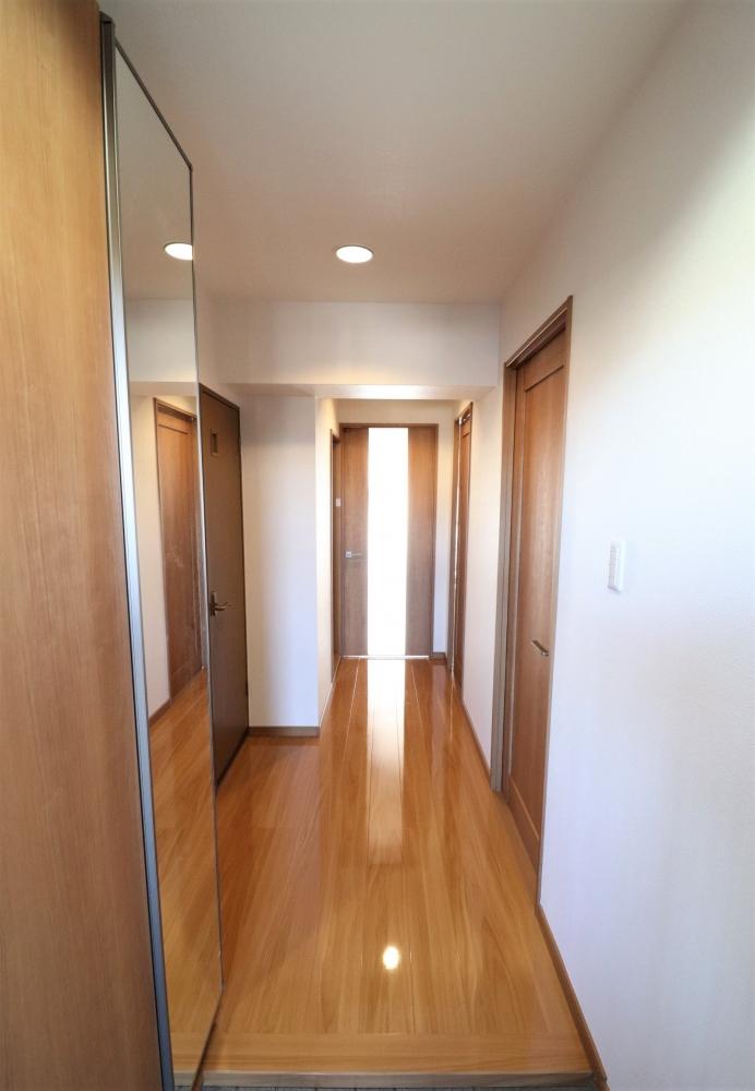 廊下も建具と下駄箱を新たに設置