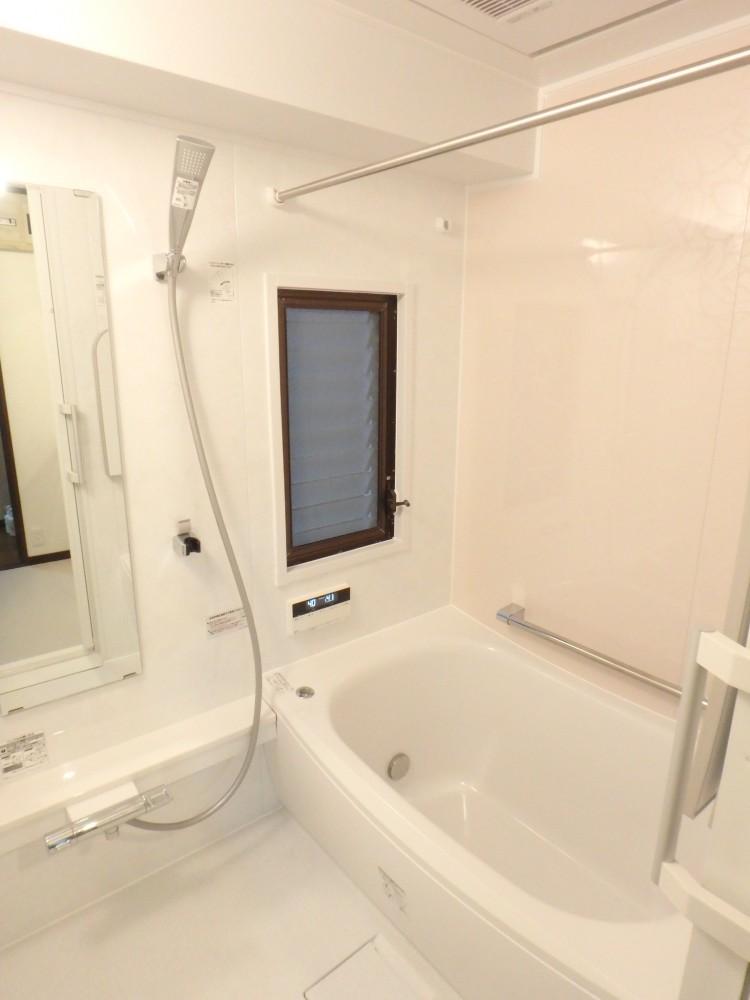 【浴室】高断熱浴槽で冬もあったか♪