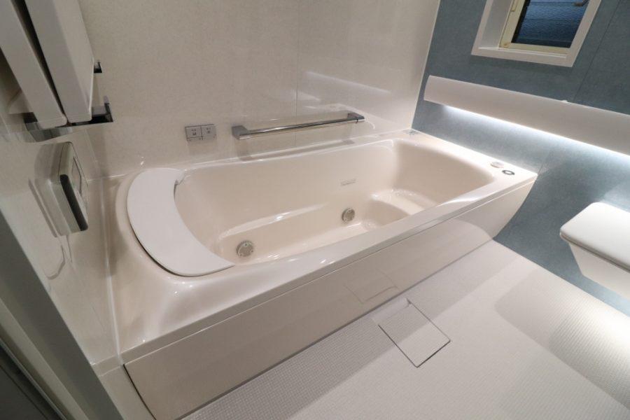 肩湯でリラクゼーション出来るファーストクラス浴槽