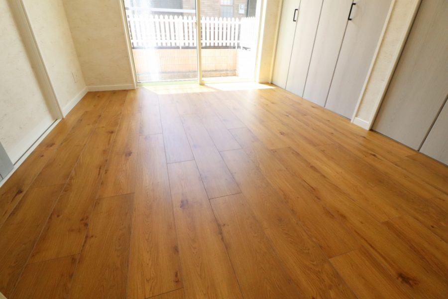 畳から下地取替して木目調フロアタイル
