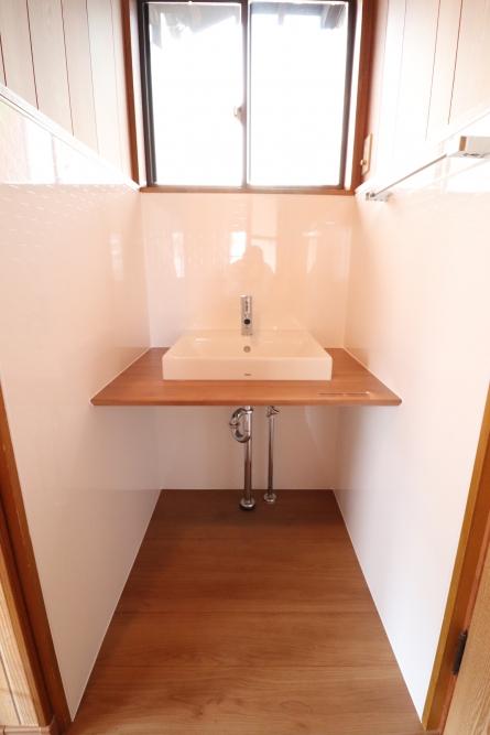 2F洗濯機置き場から造作手洗い器へ変わりました