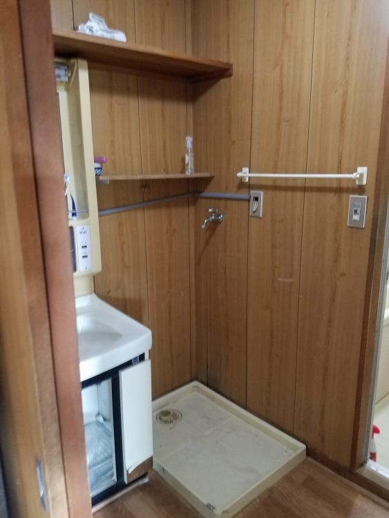 LED2面鏡洗面台と洗濯機上に棚を2段設置