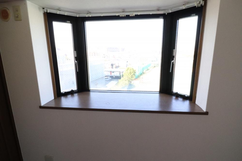 出窓板も集成材で取替塗装仕上げ
