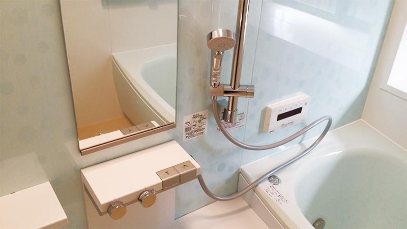 【浴室】ユニットバスはTOTOサザナPタイプ高断熱浴槽で広々。水栓も押しやすい。