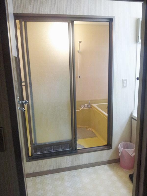 【浴室入り口】スッキリ快適な浴室に