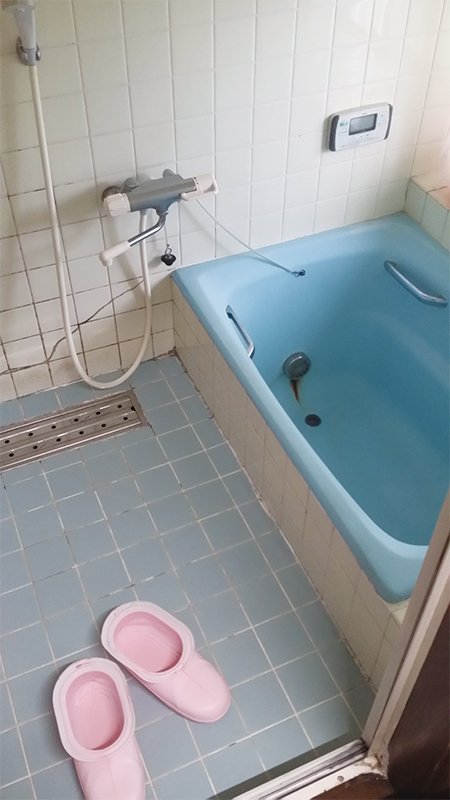 【浴室】目地のない浴室内。お掃除もしやすい!