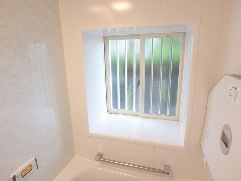 【浴室内窓】腐食していた窓も大きく明るい室内に!