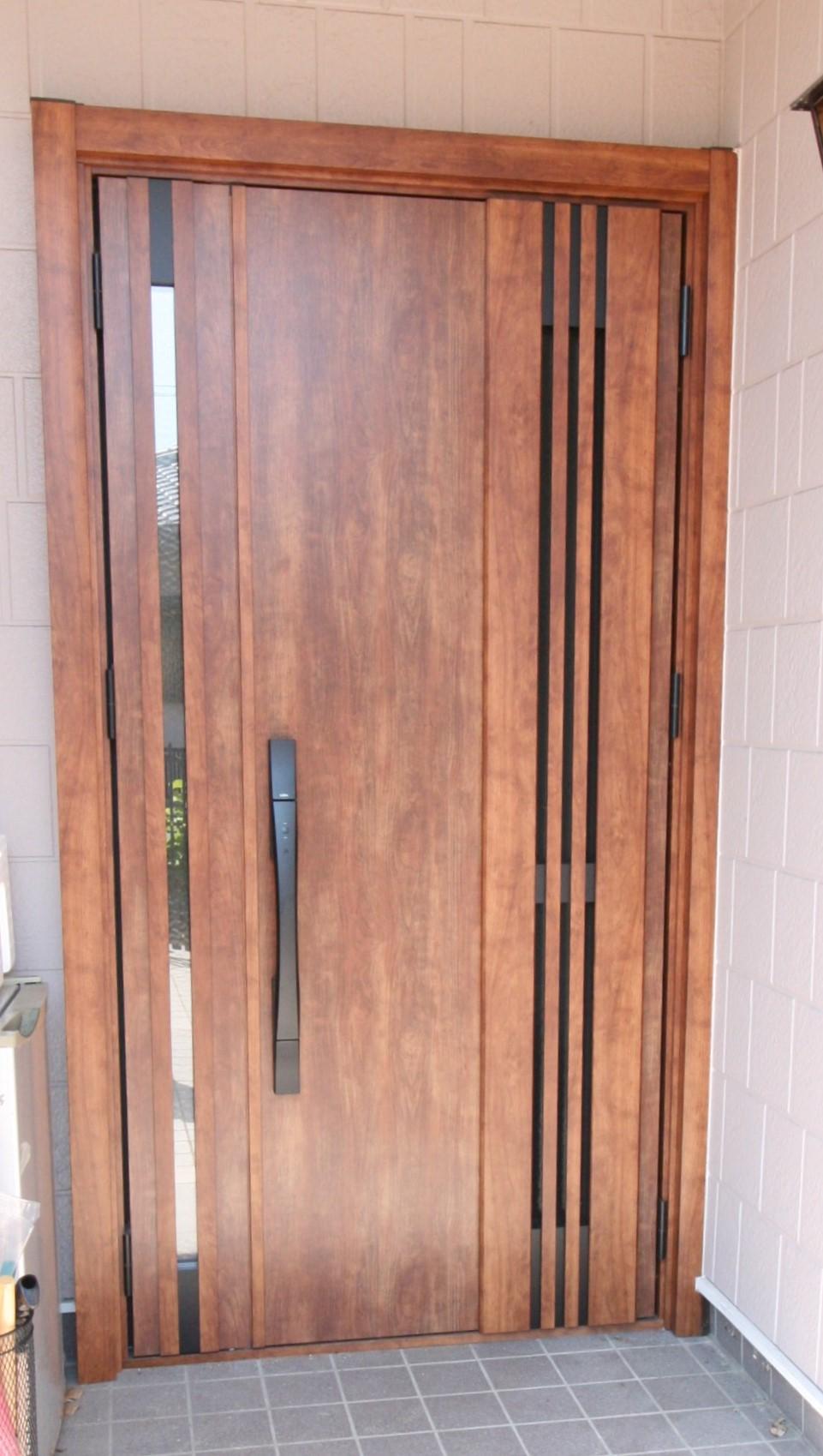玄関ドアがなんと1日でリフォーム完了