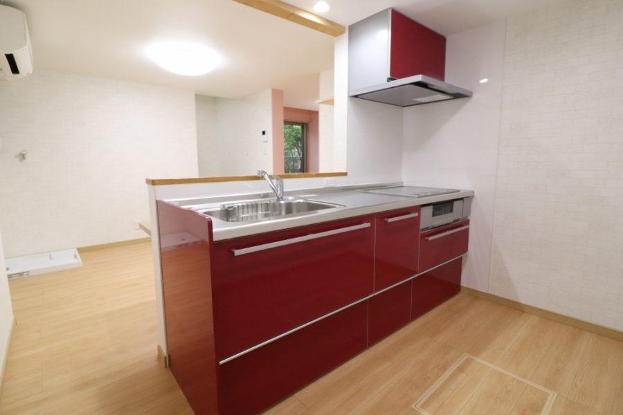 対面式キッチンで開放的に