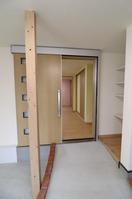 開口幅の大きい玄関引き戸