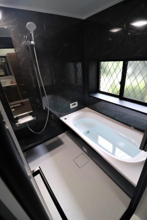 ホテルバスのようなシックなデザイン