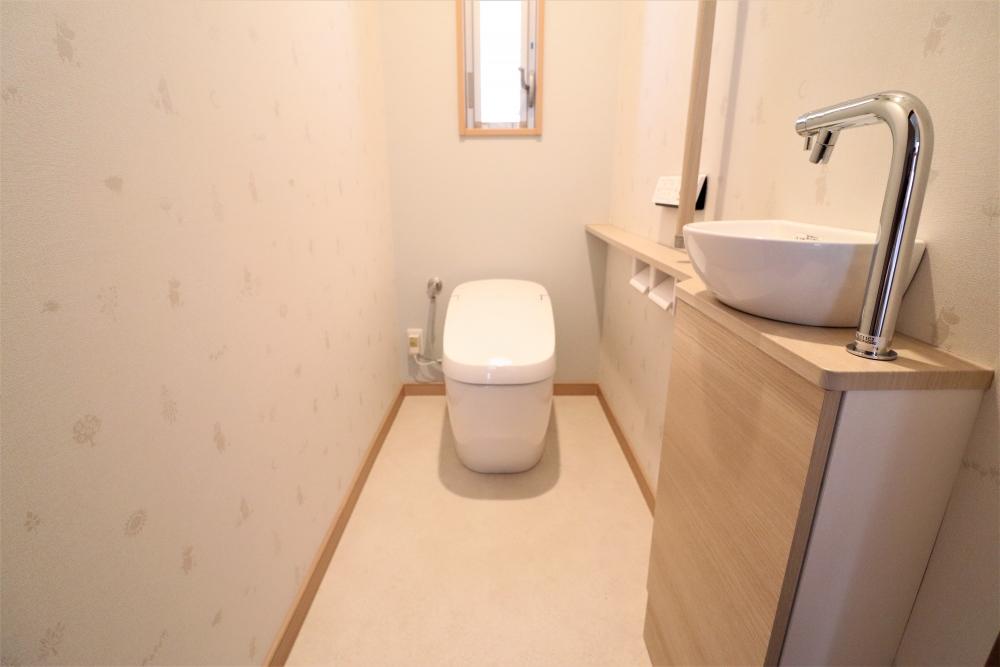 タンクレストイレと手洗い器を別に設置