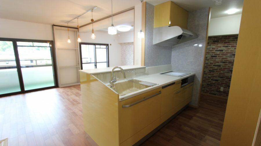 明るく開放的なキッチン