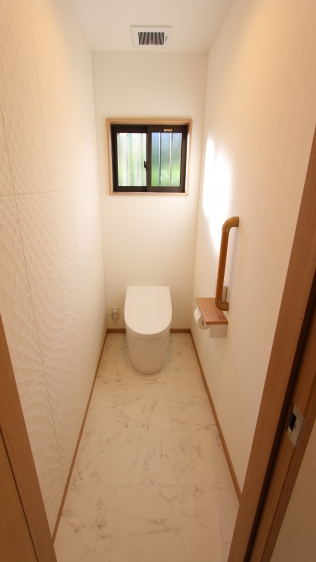 非水洗から最新型のタンクレストイレへ