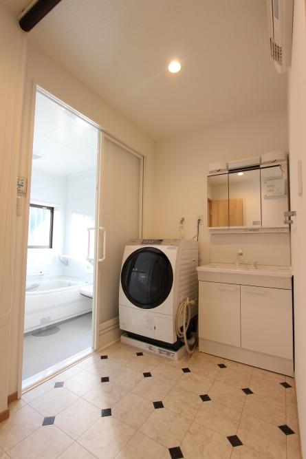 洗面所が広くなったので洗面台と洗濯機位置を変更