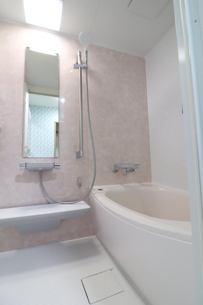ピンク基調の高断熱バスルーム