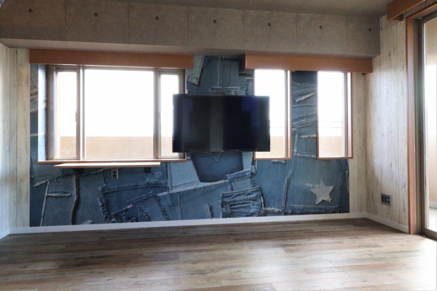 TV壁掛けとアクセント特殊クロス