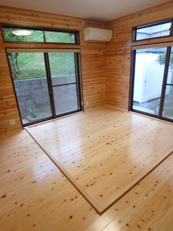 床は檜を張りました