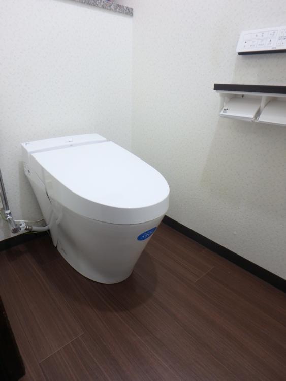タンクのないスッキリとしたトイレ