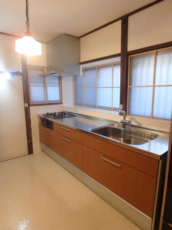 既存のキッチンよりも天板の位置を身長に合わせて高くし、長さも270㎝になり、収納力がUPしました。