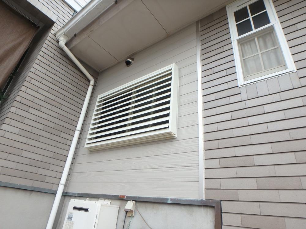 窓も一回り小さく断熱性も高く