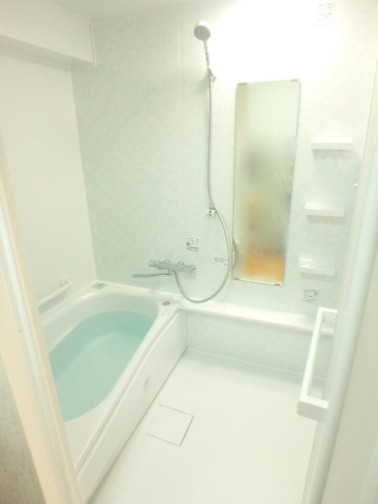 【浴室】浴室も一新。掃除がより楽になりました。
