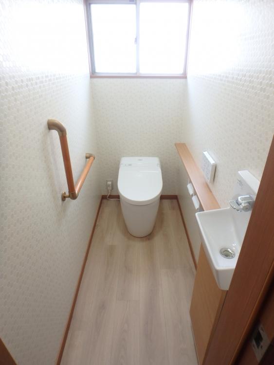 明るくスッキリしたトイレ空間へ