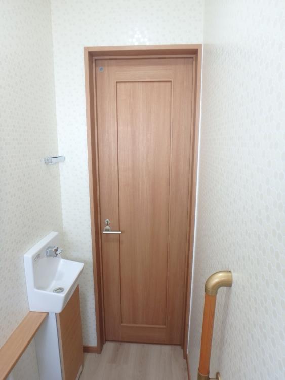 ドアや手洗い器も一新
