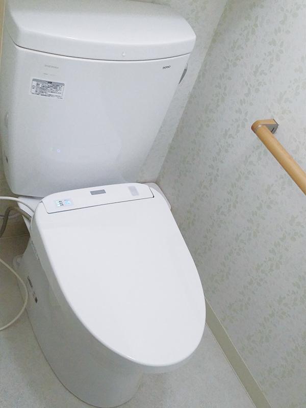 【トイレ】節水型のアプリコットに。オート便器洗浄で掃除も楽に。