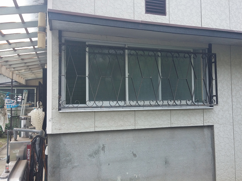 【浴室・外】窓を小さくしました