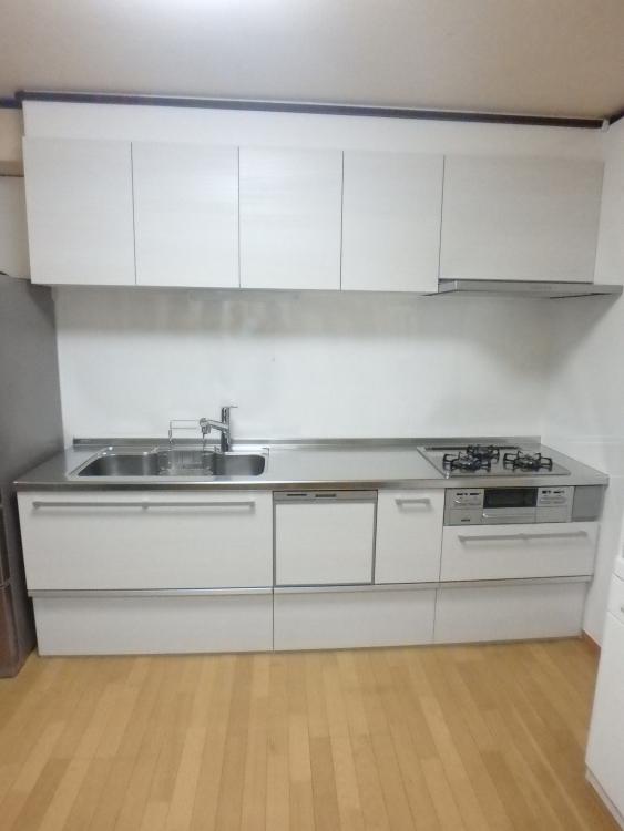 【キッチン】全体的にキッチンを長くし、引き出しタイプになり収納力UP。食洗器もつき便利間違いなし!