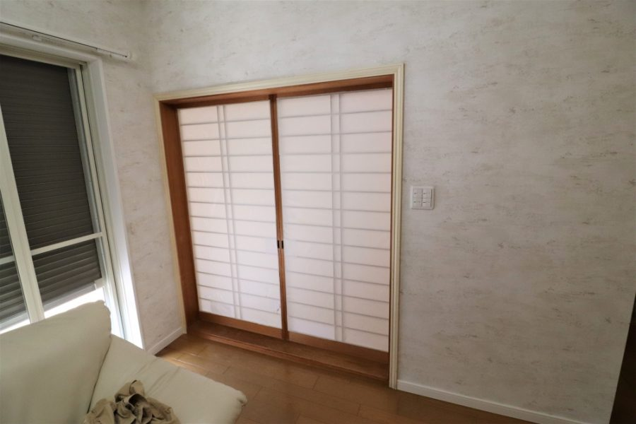 チェッカーガラスのオシャレなドア
