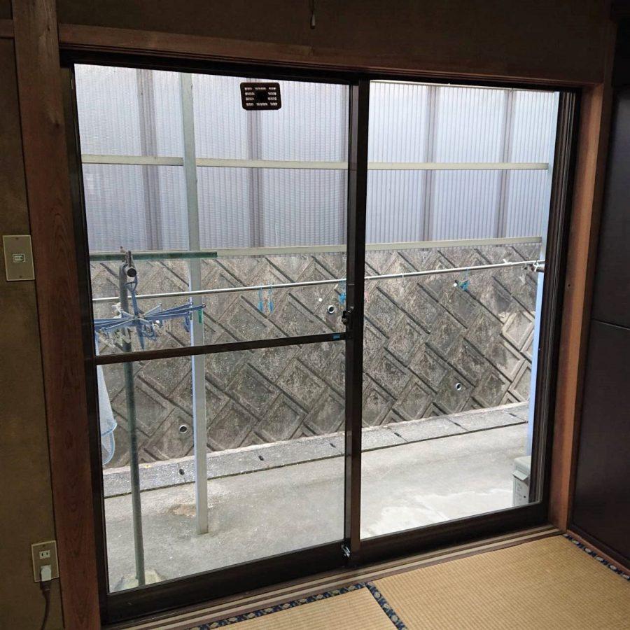 和室に合わせた色合いの内窓