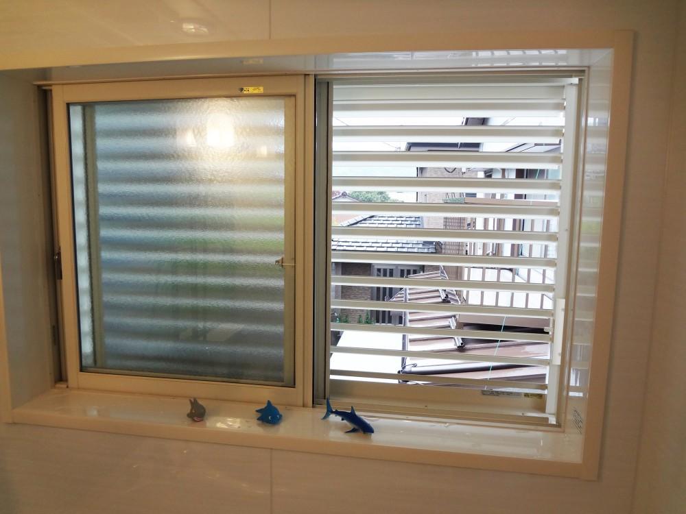 【浴室サッシ】防犯やプライバシーを考慮したルーバー可動タイプへ。