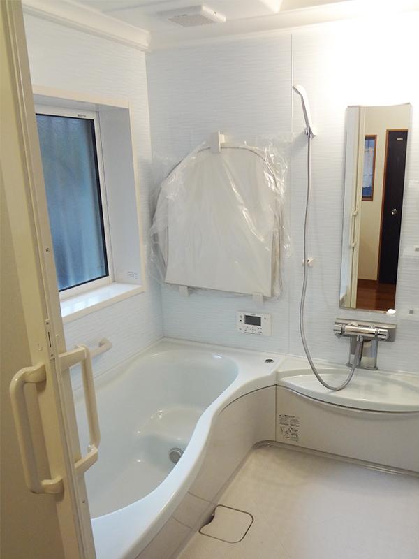 【浴室】段差をなくした浴室は、お手入れもラクチン。
