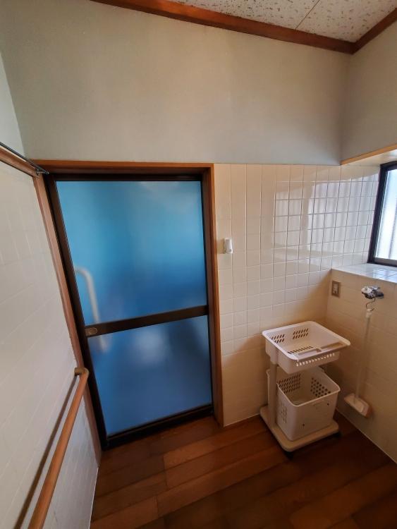 洗面所入り口も引き戸で入りやすく
