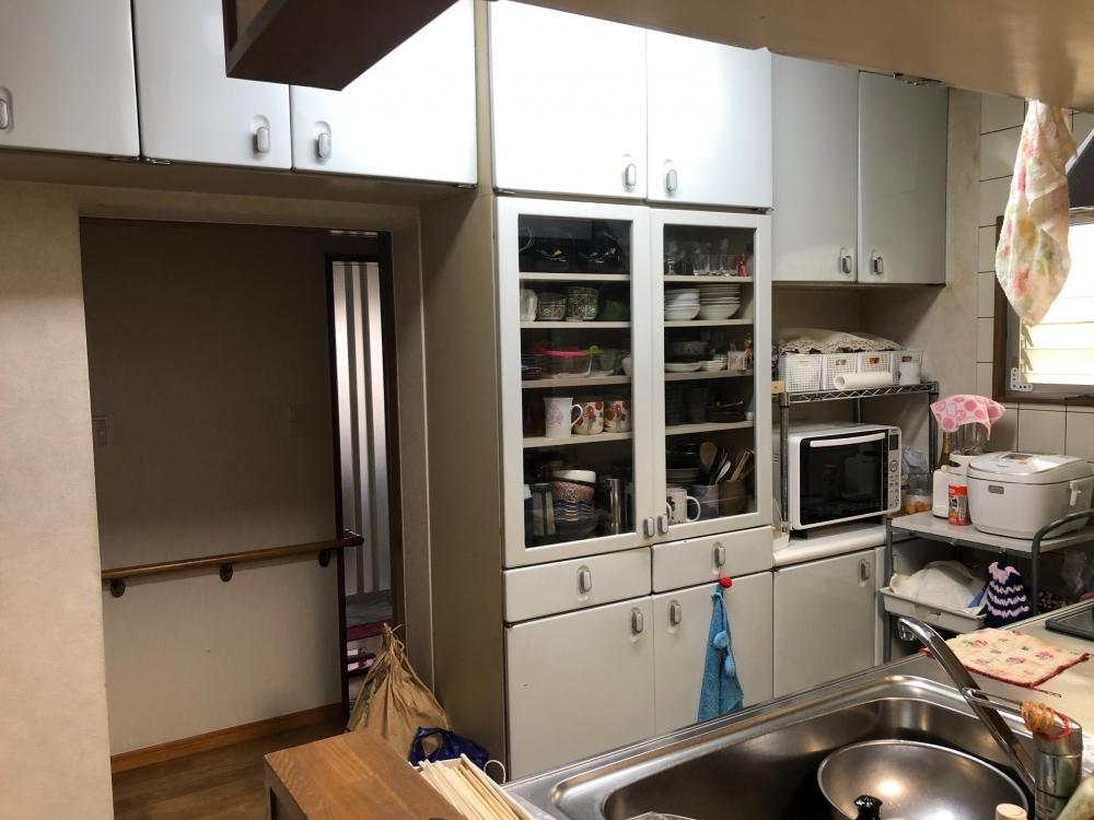 キッチンに合わせてカップボードも取替