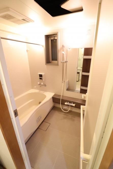 高級バスルームのTOTOシンラ