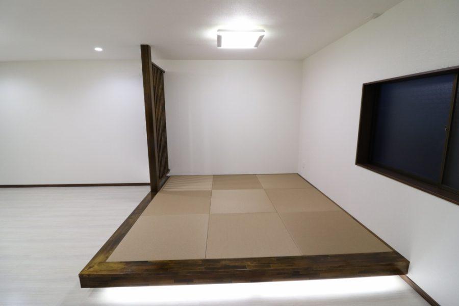 小上がり琉球畳に間接照明を配置