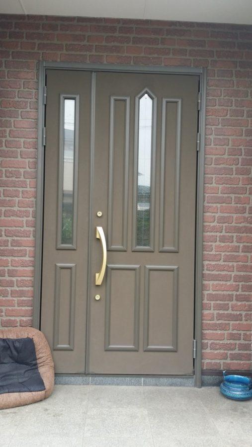 【玄関】木目調で豪華になり、タッチキー付きの便利な玄関になりました。