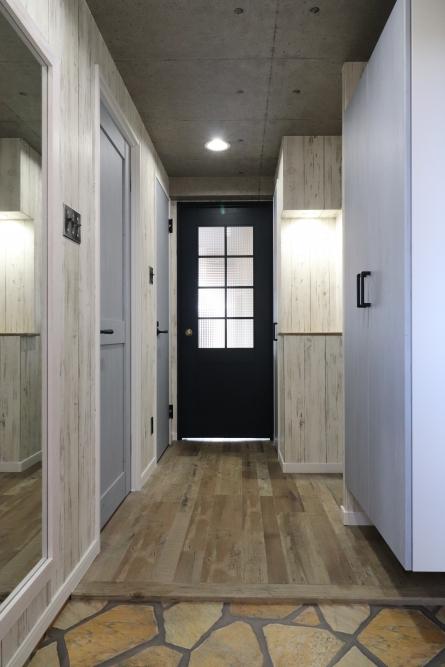 玄関開けたらまるで新築のような仕上がり