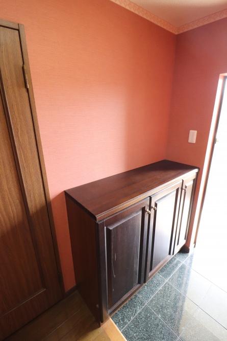 下駄箱や玄関裏ダイノックシートで新築のような仕上がり