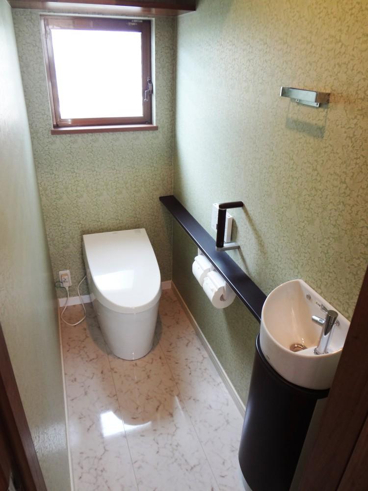 【トイレ】タンクレストイレで広くすっきり。