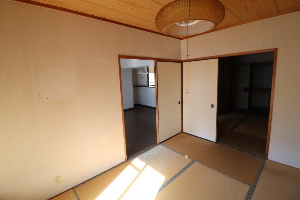 洋室とLDKの壁にアイアンマドを設置