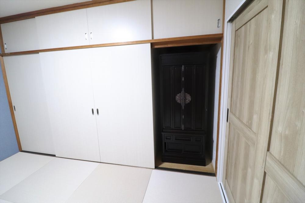 造作ドアを新調して仏壇スペースも確保