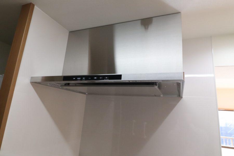 使いやすい明るいシステムキッチンへ