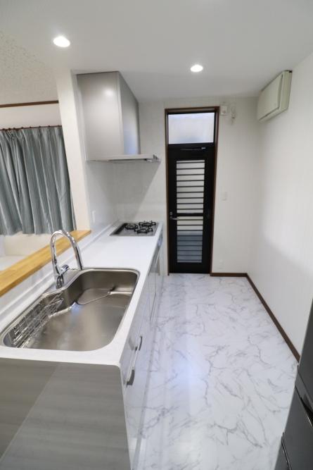 キッチンも人造大理石と食洗器付で見た目も素敵