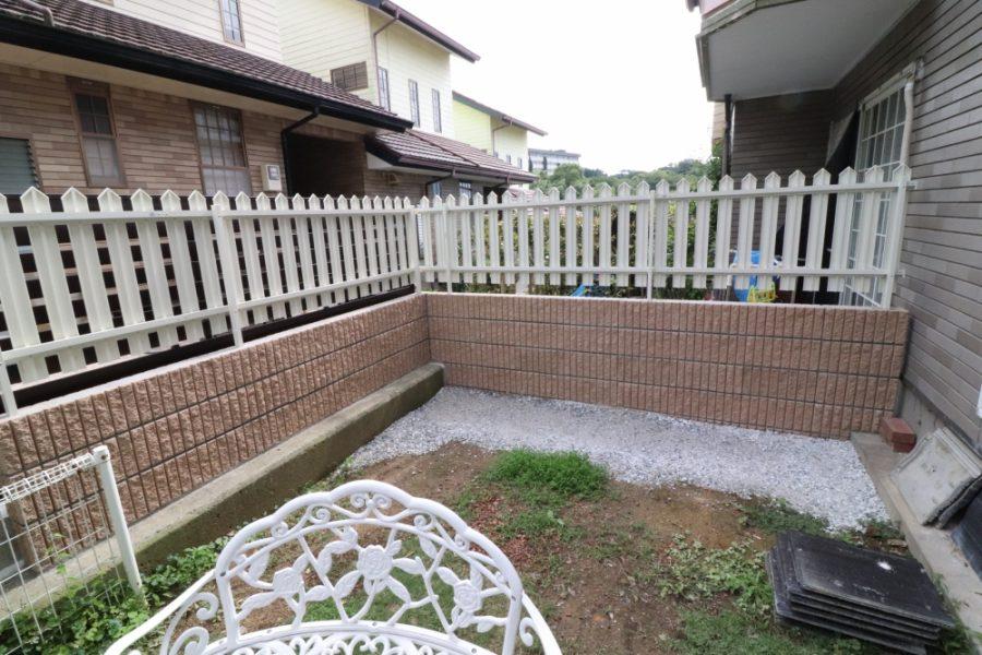 植木を撤去してブロックフェンスへ