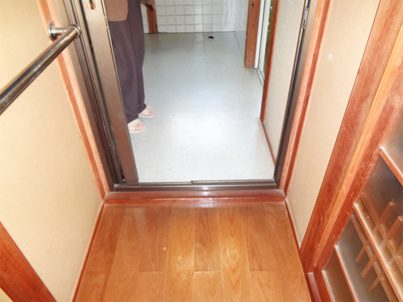 【廊下】段差もなくし、バリアフリーに。