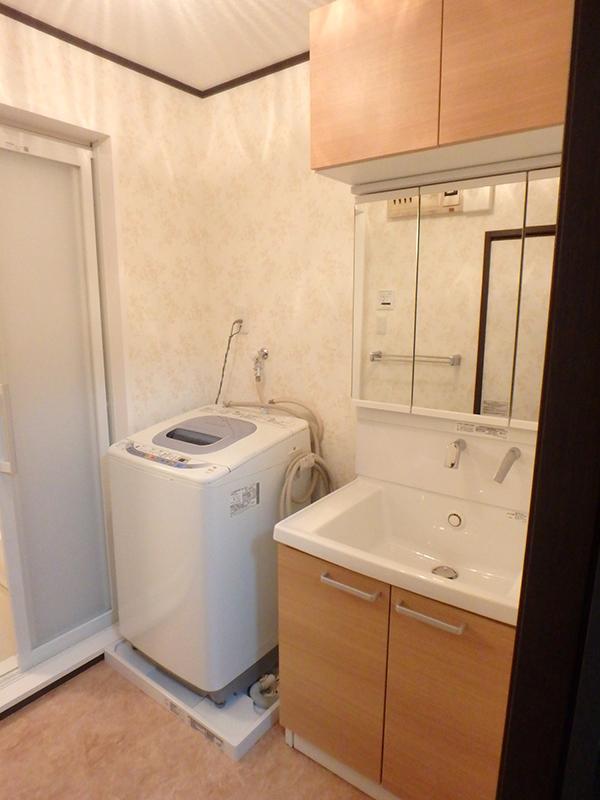 【洗面所】浴室のデッドスペースで広くなった洗面所。洗濯機が横並びに置けるようになりました。